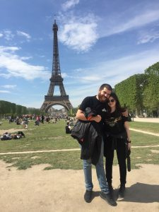 nomad couple in Paris