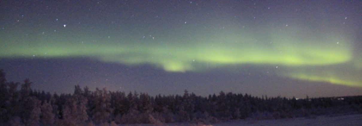 kissing under the northern lights nomadsoulmates.com